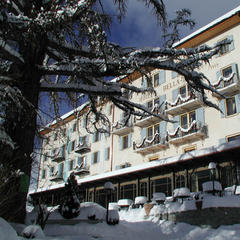 Historic Hotel Bella Tola in winter