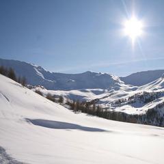 Terrasse panoramique et solarium à 2 530 m d'altitude au Zenith (les Orres) - ©A.simonard