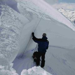 Les mesures des pisteurs nivologues permettent d'affiner l'estimation du risque d'avalanche - ©AleaAvalanche
