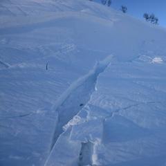 Slik ser det ut når man plutselig står midt oppi det. Bruddkanten var ca. 25 cm høy og 30 meter bred. - ©Ståle Schumacher