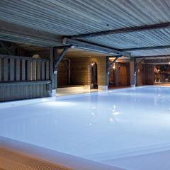 La piscine du Chalet la Tapiaz aux Gets - ©Hôtel & Spa La Tapiaz/ La Marmotte