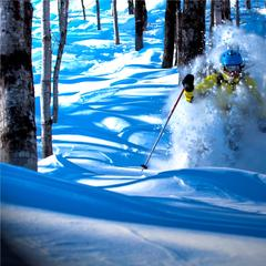 Deep powder skiing at Le Massif. - ©Le Massif
