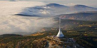 Léto v Jizerkách: Ze skokanských můstků na rozhlednu i na golf!