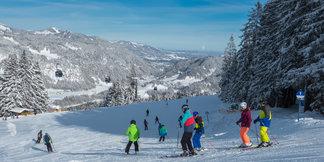 Bunter Schnee und Wärmestuben für die Kleinen: Die kinderfreundlichsten Skigebiete  ©Bergbahnen Oberstdorf/Kleinwalsertal