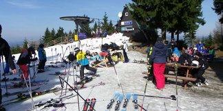 V Harrachově se stále lyžuje! Máme ceník velikonočních skipasů ©SA Harrachov