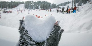 Snehové správy: Pravá zimná atmosféra so snežením aj slnkom ©Courchevel/Facebook