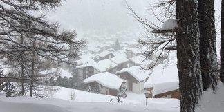 Sturm und Schnee begleiten Saisonstarts der Schweizer Skigebiete ©Facebook Saas-Fee
