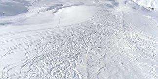 Ultime sciate di stagione - Tutta la neve di Aprile sulle montagne italiane - © Carosello 3000 Livigno Facebook