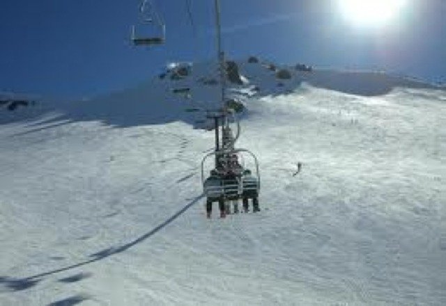 i had a fun day at mammoth while snowboarding! this is a pic of the lift today around 12:00