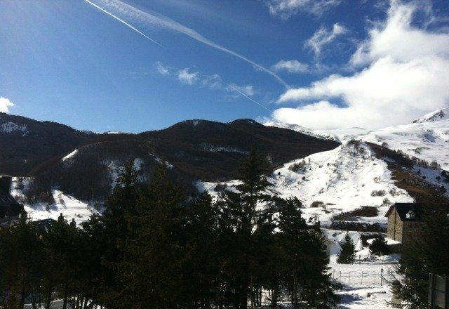 La ultima nevada ( ademas de ser varios dias ) es del dia 12/02/2013. la noche del 13/02/2013 cayo aguanieve y, hoy dia 14/02/2013, hace un dia espectacular. de momento