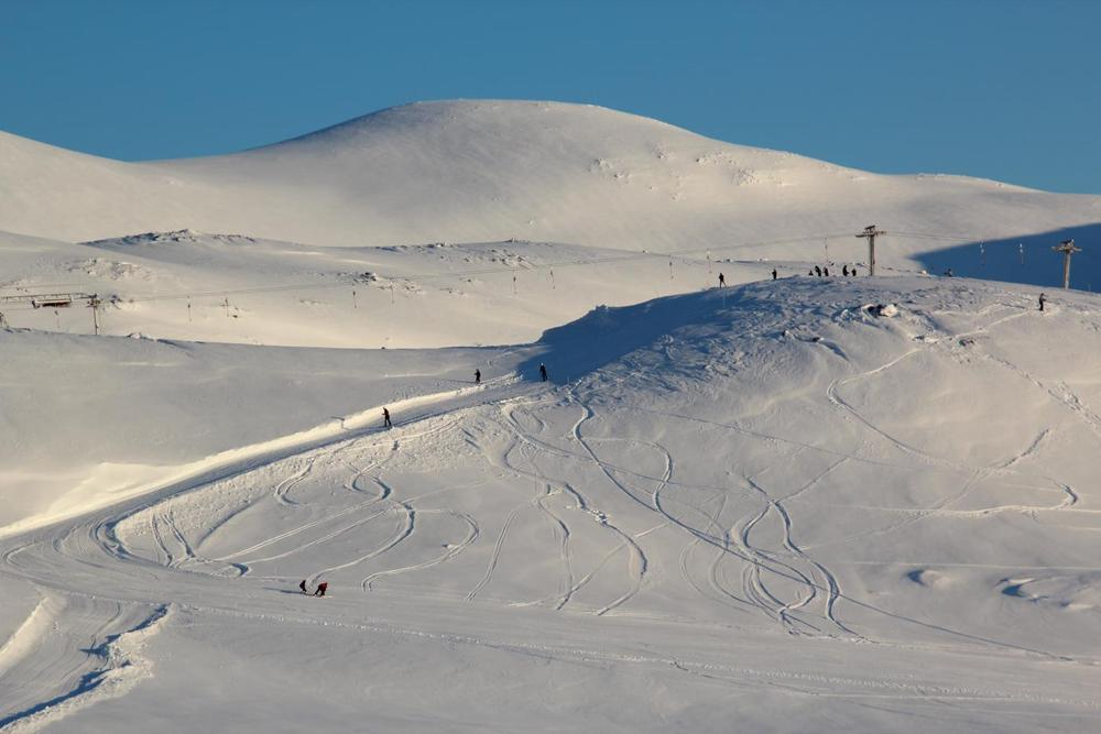 Harpefossen Ski resort in powder