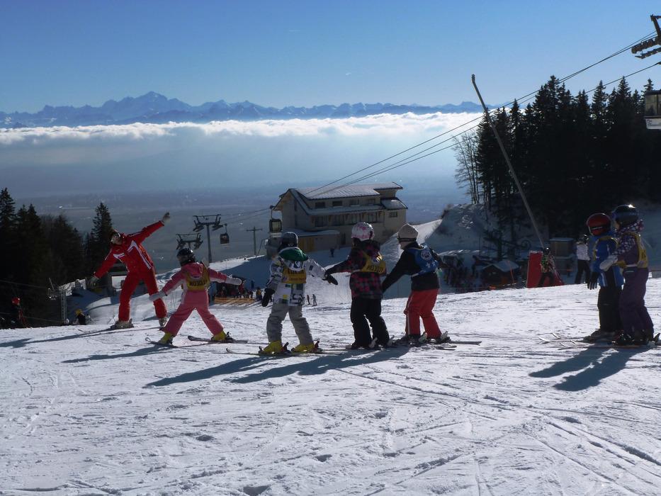 Initiation au ski sur les pistes de Monts Jura - © OTPGF