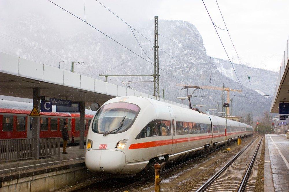 ICE-Einfahrt im Bahnhof Garmisch-Partenkirchen - © Deutsche Bahn AG