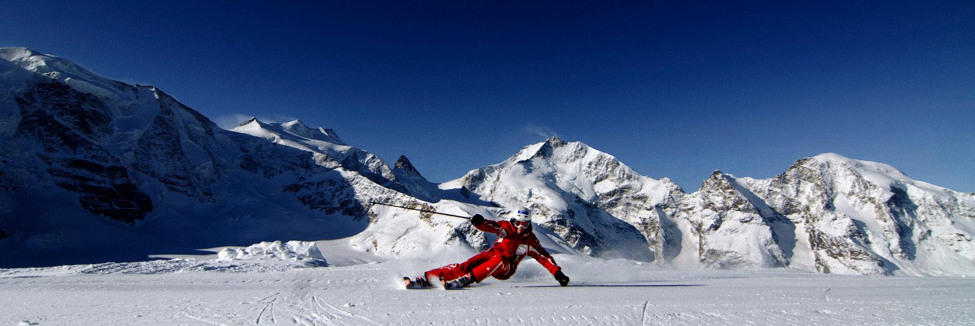 Skilehrer in St Moritz vorm Bernina Massiv - © ENGADIN St. Moritz