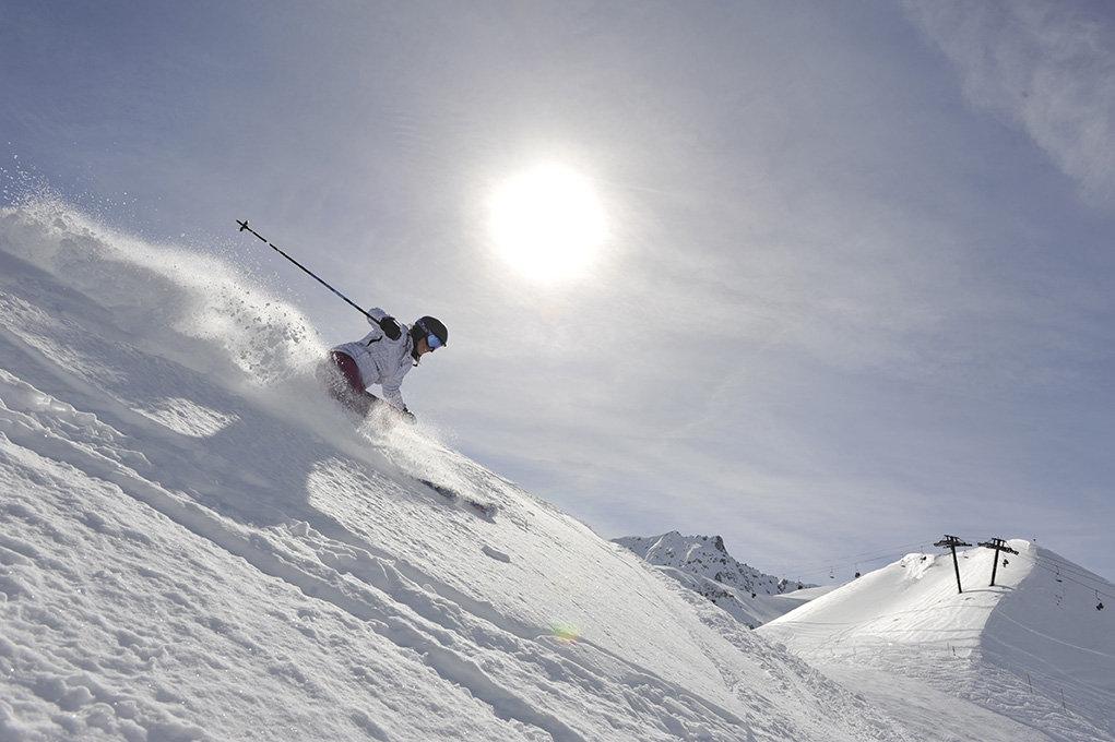 Neige fraîche au programme ? Chaussez vos skis de freeride ! - © Dynastar / Dan Ferrer