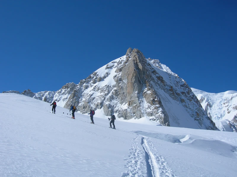 Ski touring in Massif des Aravis - © aravis-challenge.com