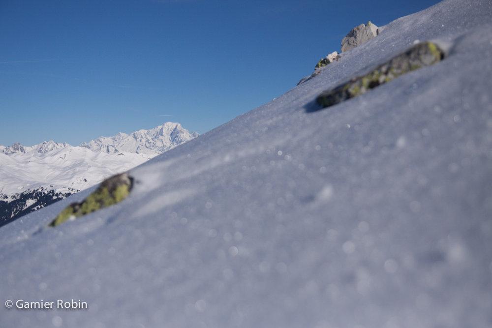 Vue sur le Mont Blanc depuis le Roc de Tougne (à Meribel) - © Robin Garnier