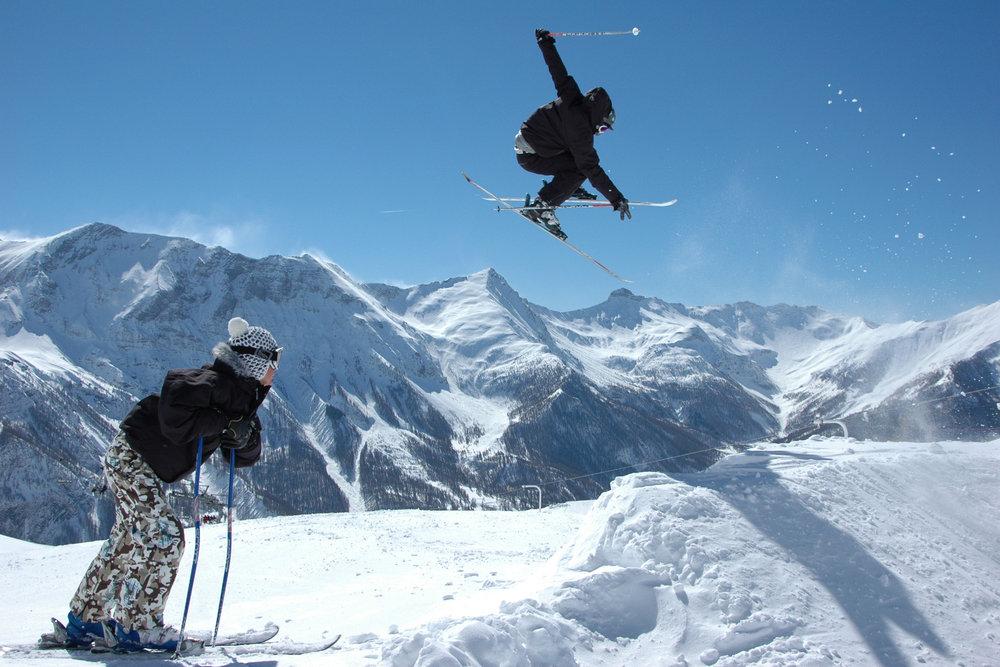Session fresstyle sur le snowpark d'Orcières - © Gilles BARON