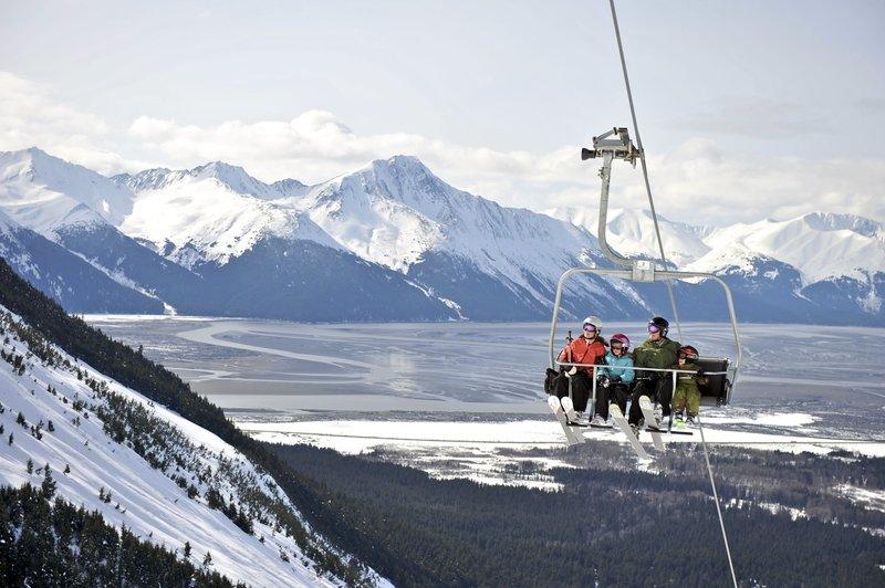 La station de ski d'Alyeska (en Alaska) surplombe la vallée des Montagnes Chugach - © ® Alyeska Resort