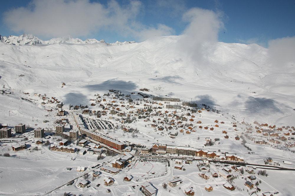 Vue aérienne sur la station de ski de la Toussuire - © OT La Toussuire / Clic-Clac photo