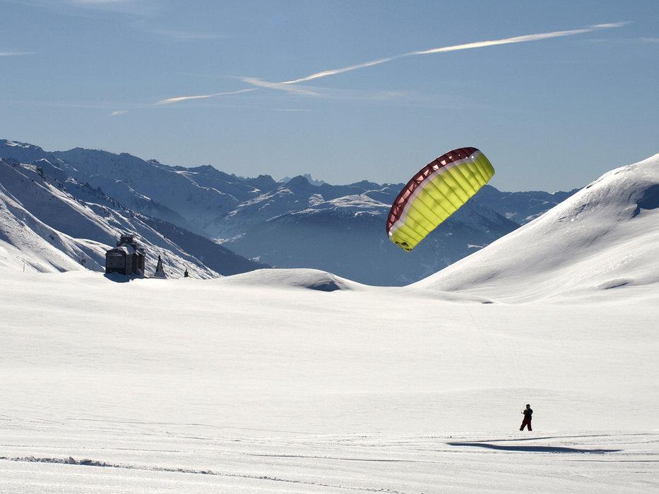 Sur les hauteurs de la Rosière, un plateau grandement réputé pour la pratique du snowkite et du speed riding