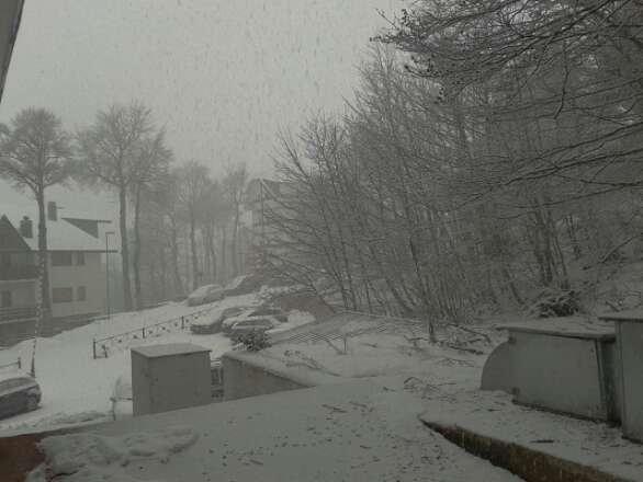 impianti tutti chiusi,solo ora sta venendo giù un po di neve.speriamo bene!