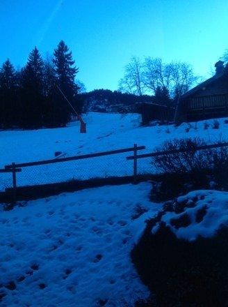 Peu de neige, qualité moyenne (artificielle) il est recommandé de ne pas tomber (glace). Seulement un quart du domaine ouvert (Versant saint Gervais et bellevue fermé). Peu de piste et beaucoup de skieur à venir. Prévoir autre chose à faire sur place.