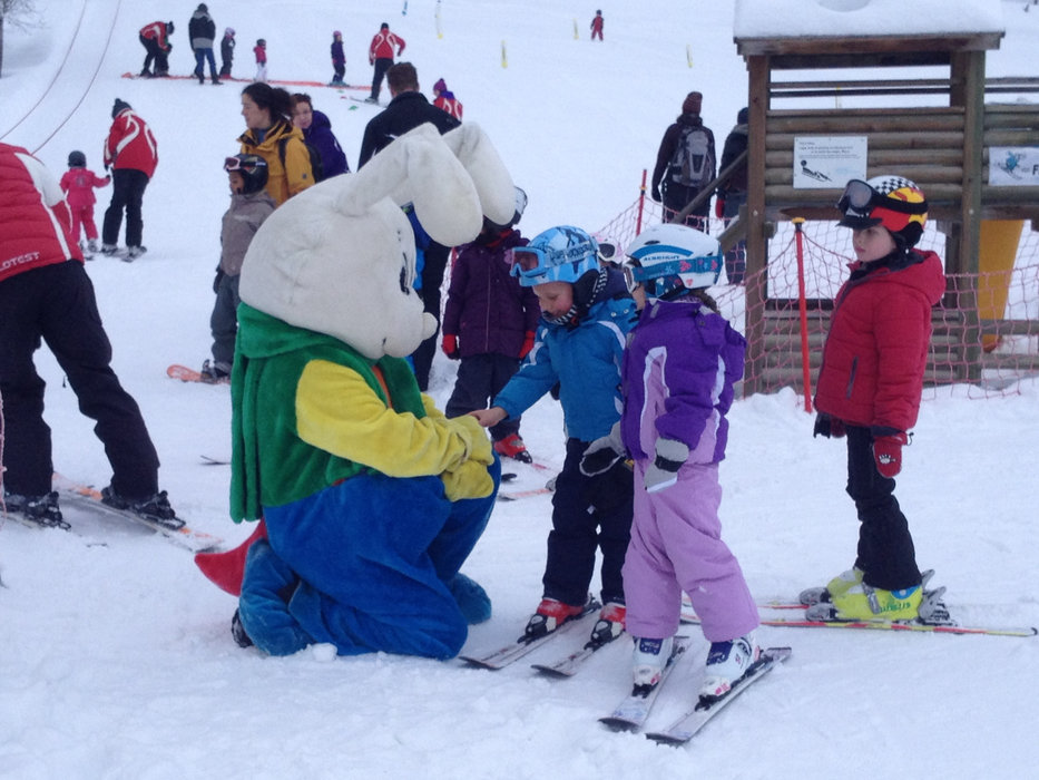 Initiation au ski à Nax/Mont-Noble - © Mont-Noble Tourisme
