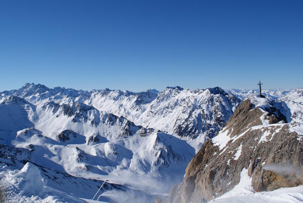 Das Skigebiet bietet 238 Pistenkilometer und damit genügend Abwechslung auch für einen längeren Skiurlaub - © Gernot Schweigkofler