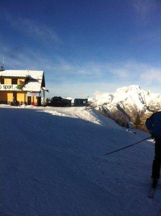 brutta giornata la neve poca solo in quota .sembra di sciare sul marmo