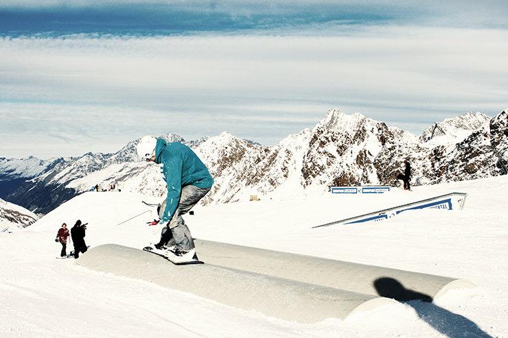 Snowpark Kaunertal: Banana Tubes - © Stefan Drexl