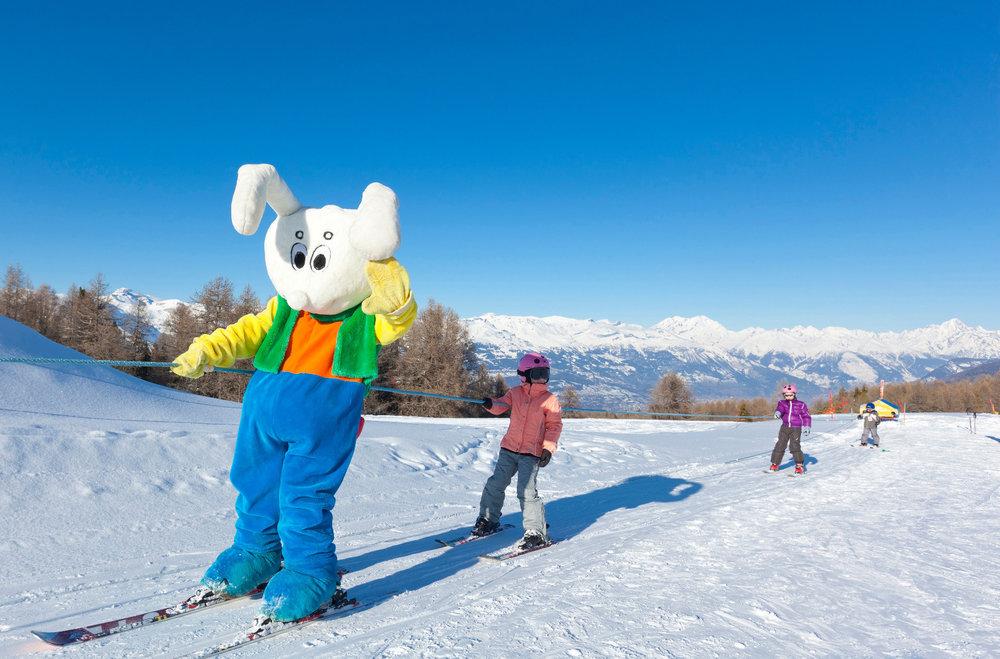 Découvrir le ski par le jeu, voilà ce que propose le jardin des neiges de Thyon à vos chers petits... - © Thyon-Région Tourisme