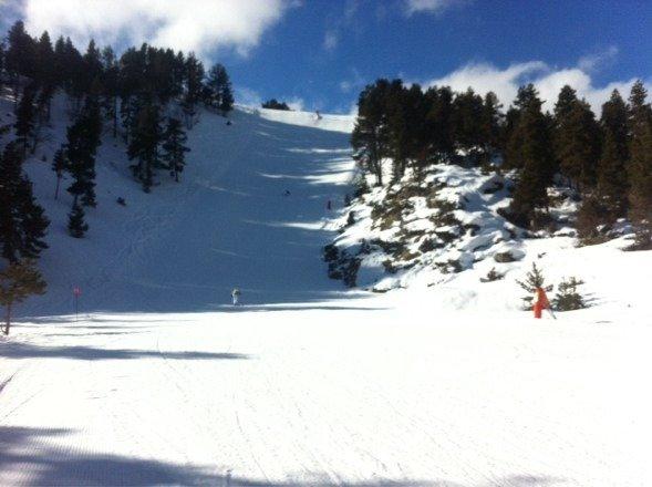 ⛄️ Depuis hier soir,il neige. Cette après-midi étais parfaite car la neige est excellente. Hors piste toute la journée dans de la poudreuse qui monte jusqu'au genoux. Que sa continue !