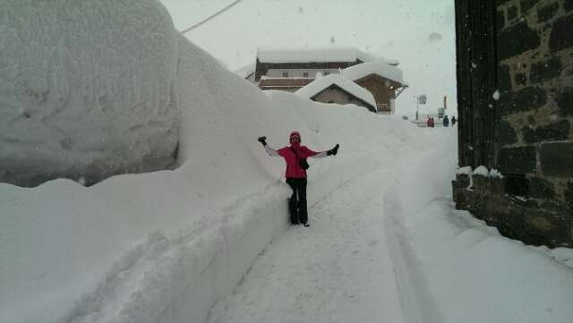 Too much snow! Can u believe it!!