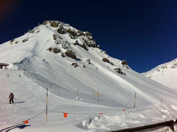 Skigebiet ist echt toll. Für jedes Können gibt's hier Pisten, aber 160cm Schnee? Niemals! Die Schneekanonen laufen teilweise den ganzen Tag um die Pusten offen lassen zu können...