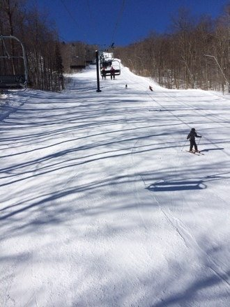 Great conditions in the morning. Skiied from 8-11. Bluebird skies, but a little cold and windy, which seemed to keep the crowds away. Best day of the 3-day wknd.