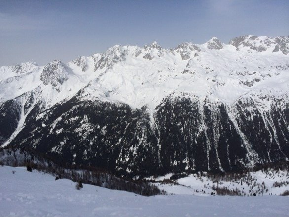 Good snow high up. Snow park is great. Can get slushy as you get lower in the valley towards chamonix but mostly good. Best is in les grand montets