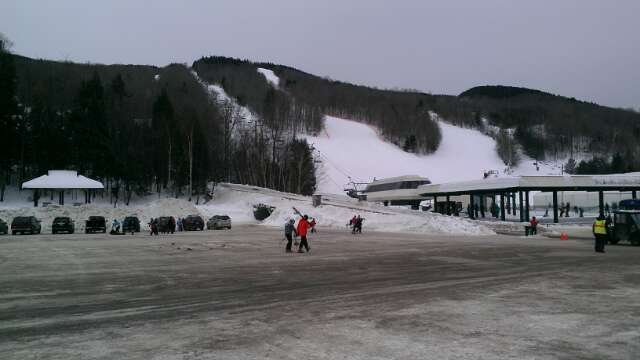 Conditions were great.  For school vacation, it wasn't that crowded. Started snowing around 9.