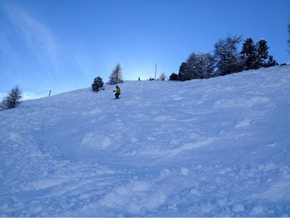 Oh dear. More snow. Looking like another off piste day tomorrow under clear skies.