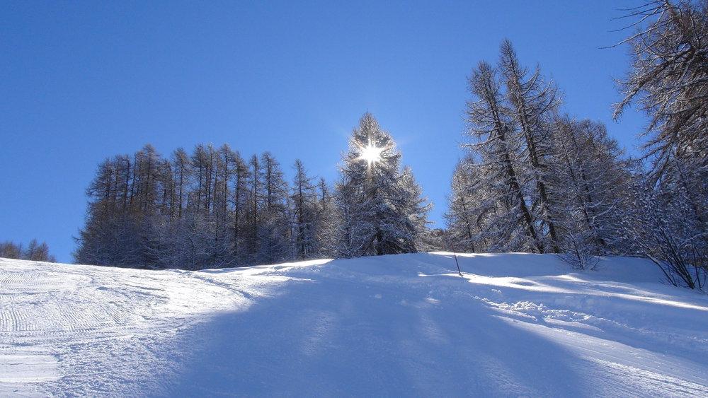 Partie de cache cache avec le soleil sur les pistes de ski de Serre-Eyraud - © Stéphane GG