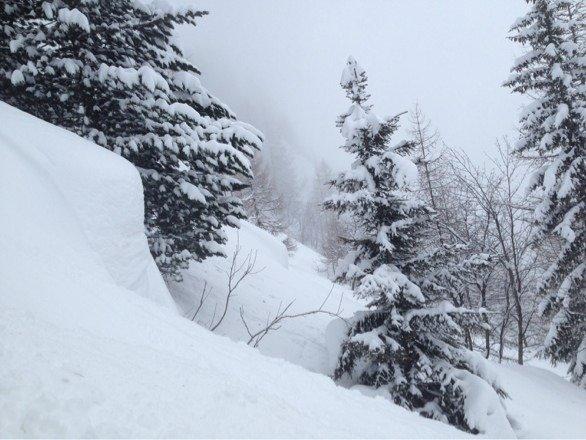 Sous le téléphérique du mont blanc coté vallé Chamonix........deep deep deep...... face shot all the way BEST RUN OF MY LIFE!!!!!!!