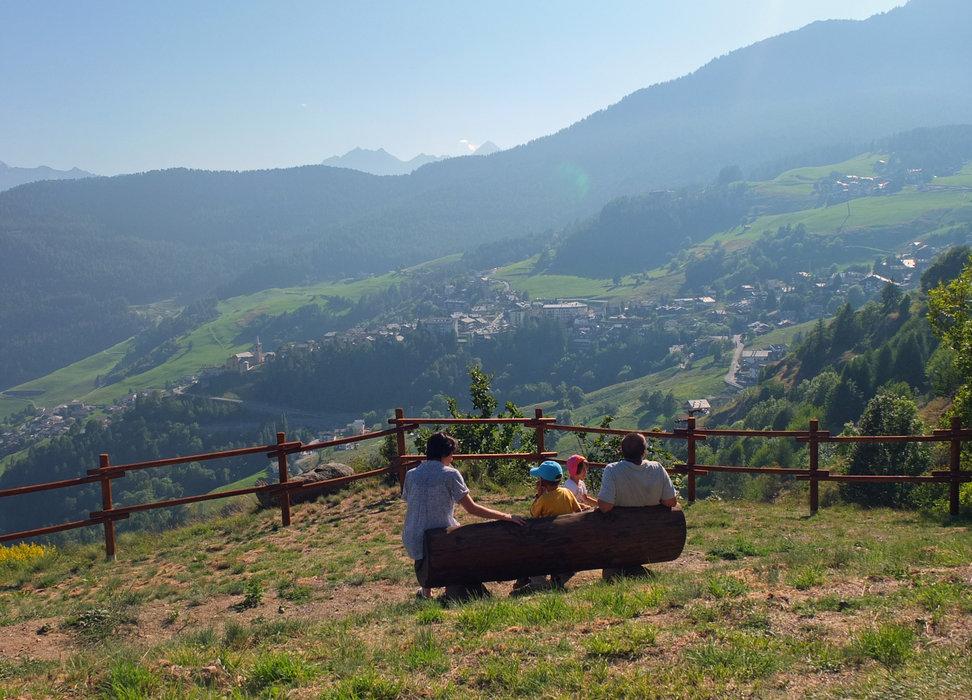Torgnon, Escursioni e passeggiate in famiglia