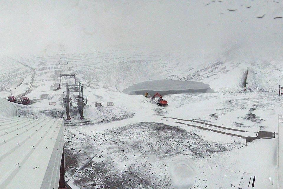 Fresh snow on Les 2 Alpes glacier (3,200m) Oct. 11, 2014 - © Les 2 Alpes