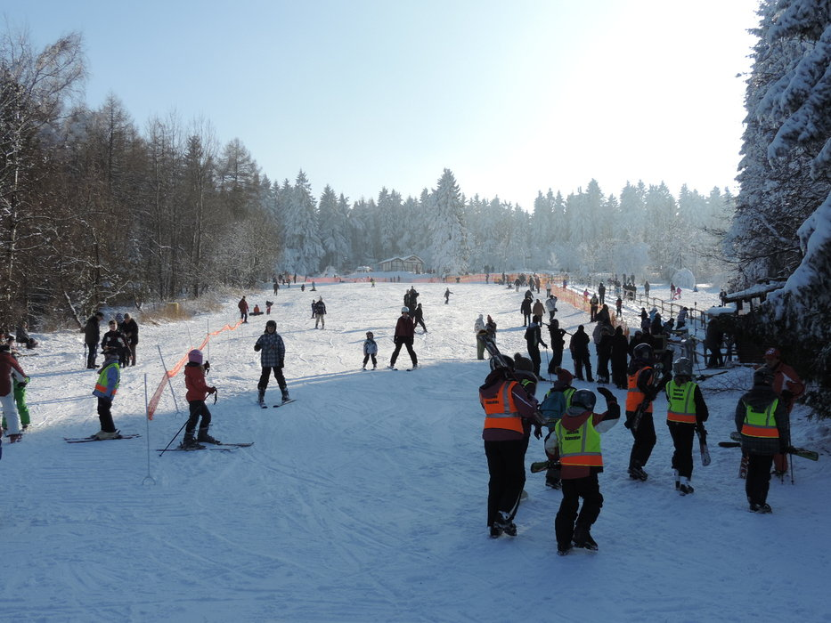 Many people using the pistes - © Erlebnis BocksBerg