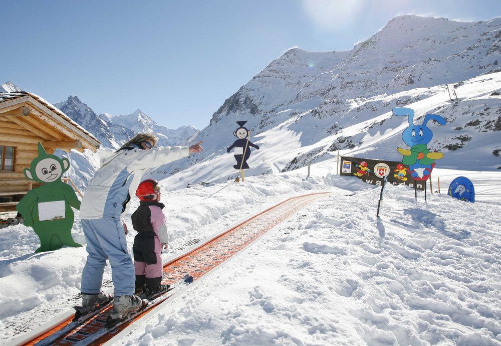 Paradis des enfants, le Val d'Anniviers leur permet de découvrir les joies de la glisse en toute sécurité - © Val d'Anniviers Valais