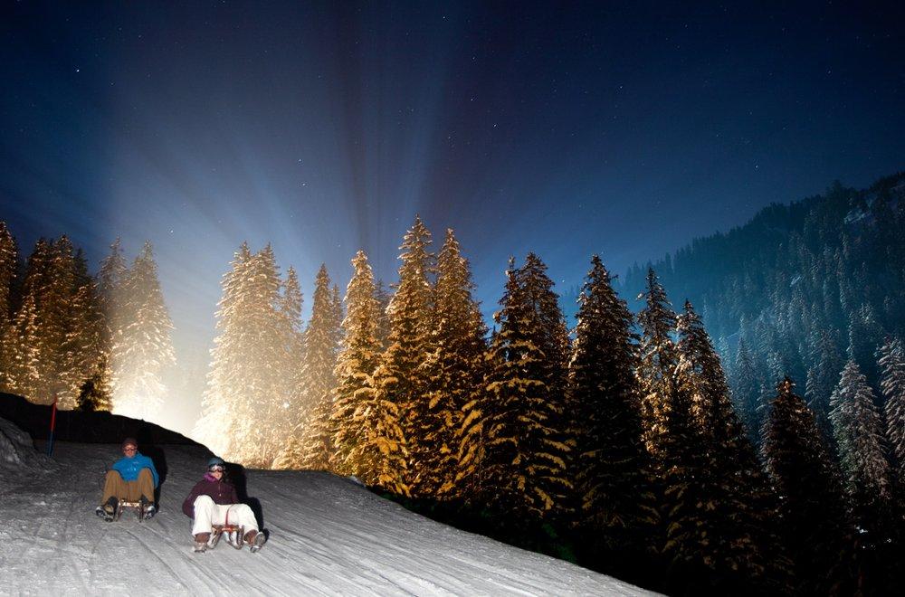 Auch Schlittenfahren bei Nacht ist möglich - © David Birri