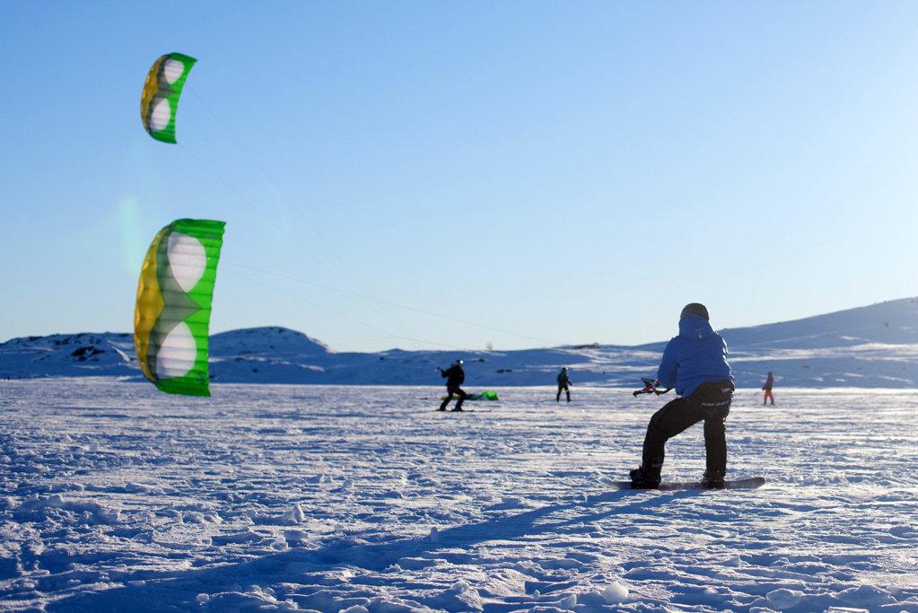 Kiter i farten blandt fjell og vidder på Bergsjø - © Ål Turistinformasjon / Foto: Helge Grande Stærk