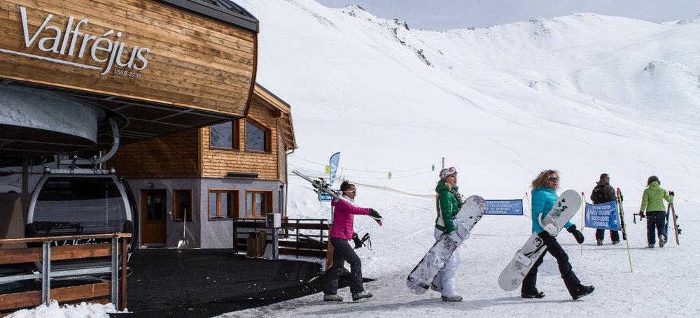 Depuis Valfréjus, en quelques minutes seulement rejoignez le plateau d'Arrondaz et ses pistes de ski - © Stéphane Delécluse