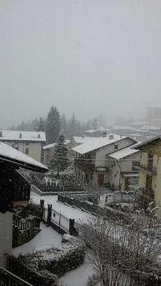 nevica da tutta la mattina, neve stupenda e si attacca che è una bellezza