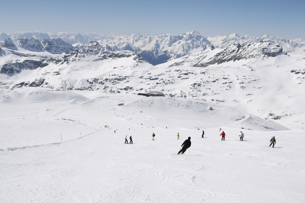 Skiers down the slopes at Flattach Mölltaler AUT